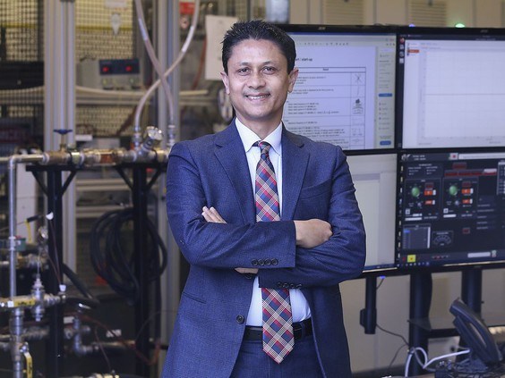 Windsor Engineering Prof recognized for Electric Vehicle Research